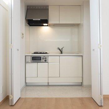 扉を開けて、キッチン!