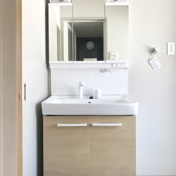 どっしりとした洗面台。使いやすさはバッチリです!