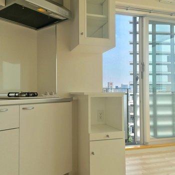 炊飯器や食器を収納できる棚まで◎