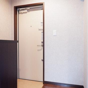 玄関スペースゆったりです。※ 写真は前回募集時のものです