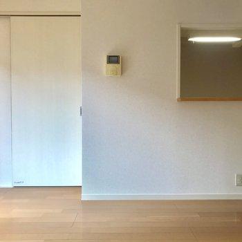 左手が玄関。ここにダイニングテーブルですね♪