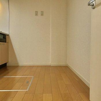 床下収納あります。スペースあるので食器棚など置けそう