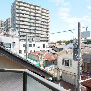 眺望はいいですよー!隣の家の屋根が気になる!