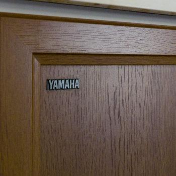 このYAMAHAの扉はナイス・レトロ賞でしょう。