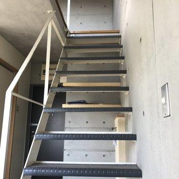 二階へは階段で。※写真は前回募集時のものです