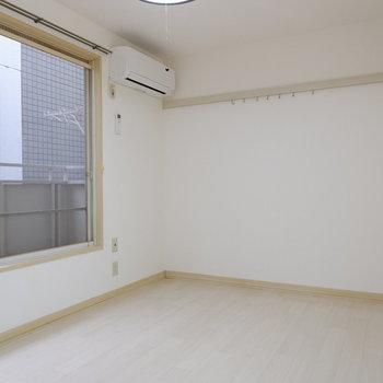 白を基調としたお部屋です。