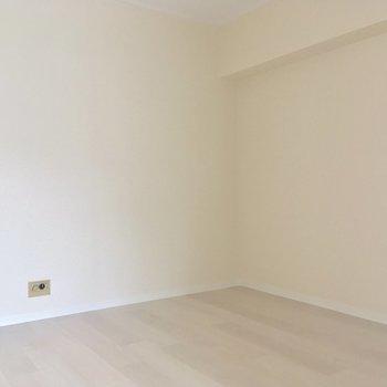お隣4.6帖の洋室はダイニングとして使えますよ〜!(4.6帖)