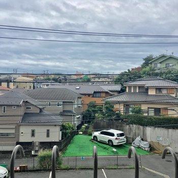 眺望は住宅街。意外に開けている!