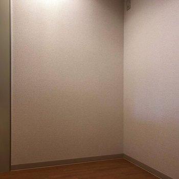 ゆとりがあるキッチンスペース。※写真は一部通電前のものです