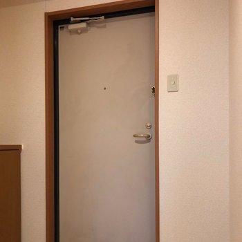 玄関スペースもゆったりめ。※写真は一部通電前のものです