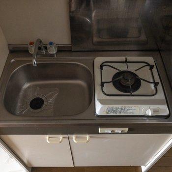 調理スペースの確保は難しいので、居室のテーブルなどを使いたいですね。