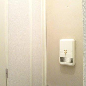 玄関はコンパクトです ※写真は前回募集時のものです