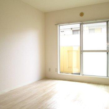 【洋室】こちら側にテレビ置こうかな〜 ※写真は前回募集時のものです