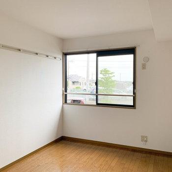【洋室6帖】さて、もう1つの洋室へ。※写真は2階の同間取り別部屋のものです