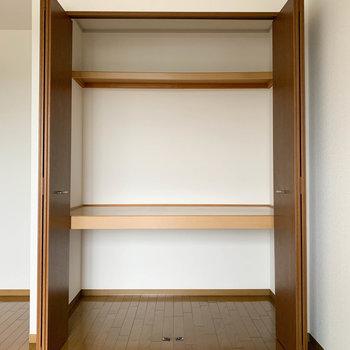 【洋室6.5帖】ワイドサイズの収納です。※写真は2階の同間取り別部屋のものです