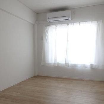 6帖のほうのお部屋です。※写真はB棟の1階同じ間取り別部屋のものです。