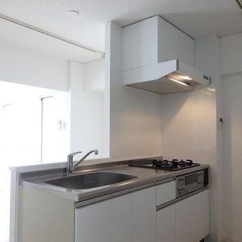 対面キッチン!※写真はB棟の1階同じ間取り別部屋のものです。