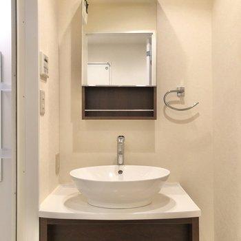 コンパクトなのに品のあるホテルのような洗面台