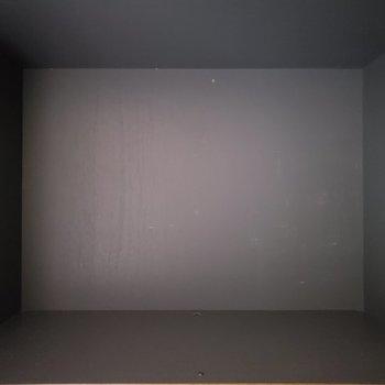 ブラックホール??いえいえシューズBOXです~※写真は通電前のものです