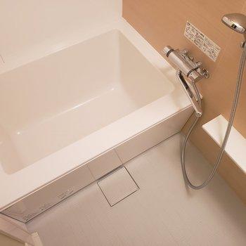 お風呂はゆったり。※写真は3階の同間取り別部屋のものです