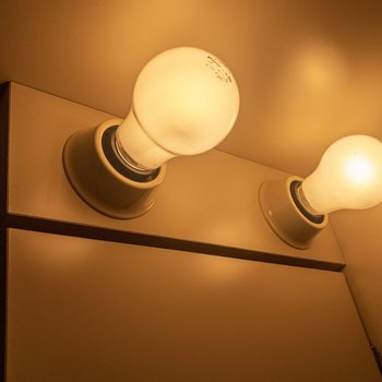 キッチンの照明に趣きがあります。