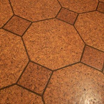 玄関の床の模様が素敵。