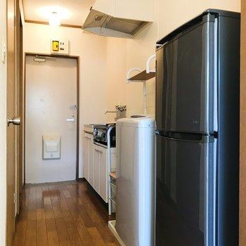 冷蔵庫、洗濯機付きなのです。うれしー!