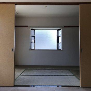 さて、次はお隣の和室に行きますよ〜!※写真は通電前のものです