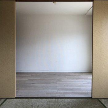 和室から洋室を見たところ。※写真は通電前のものです