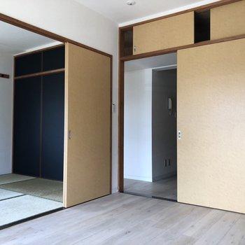 【洋室6.2帖】引き戸が懐かしい印象を与えてくれますね。※写真は通電前のものです