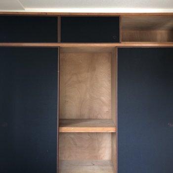【和室6帖】右の引き戸はDKに繋がっています。※写真は通電前のものです