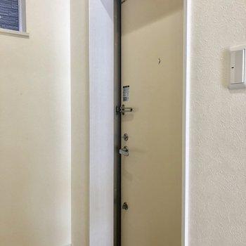 玄関はこじんまり。※写真は前回募集時のものです