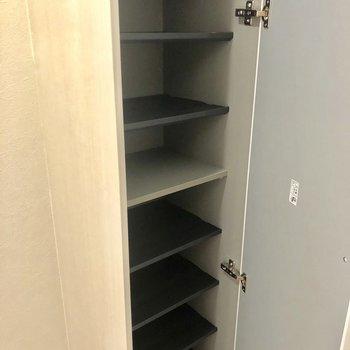 靴箱はドアの向かいに。たくさん入ります。※写真は前回募集時のものです