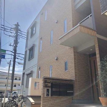 道沿いの建物です。