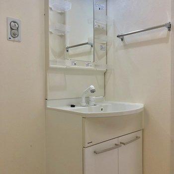 収納もしっかりの洗面台。※写真は前回募集時のものです