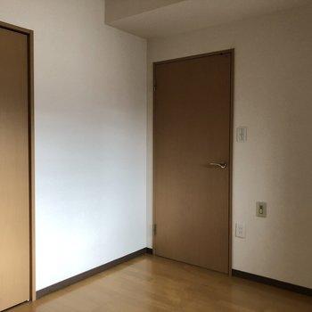 【洋室5.7帖】次は、小さい方の洋室をご案内!※写真は前回募集時のものです