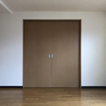 LDKから洋室への扉※写真は前回募集時のものです