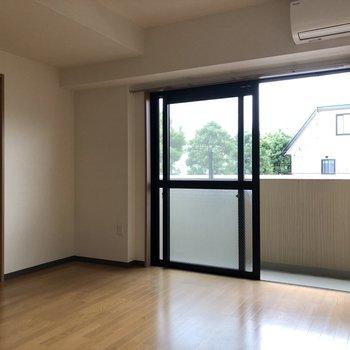 【LDK】窓から光が差し込みます※写真は前回募集時のものです