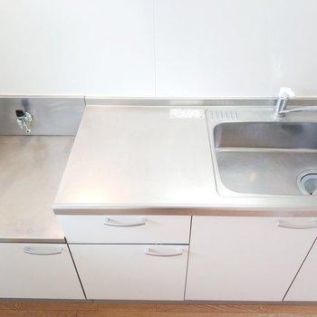 コンロは持ち込み式になりますが広い調理スペース!