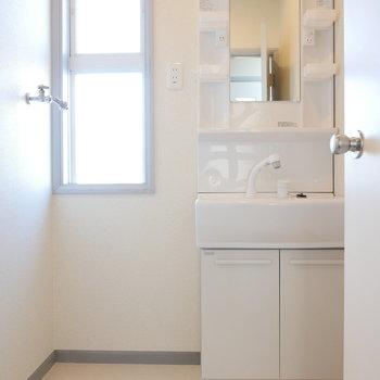 1階、脱衣所に独立洗面台と洗濯機置場です。※写真は前回募集時のものです