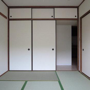 【6帖和室】ダイニングとつながっている部分も全部閉めることができます。