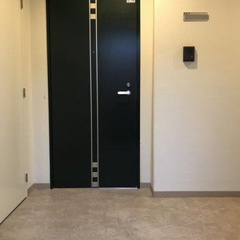 共用部もゆったり。エレベーターあります。