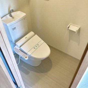 トイレは玄関入ったすぐそばに。