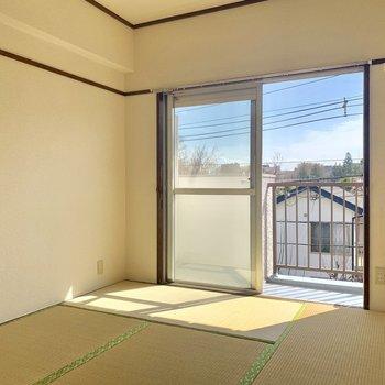 【和室】こちらの部屋も日当たり良い〜