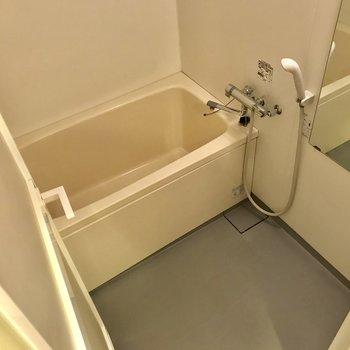 鏡が大きい浴室でした
