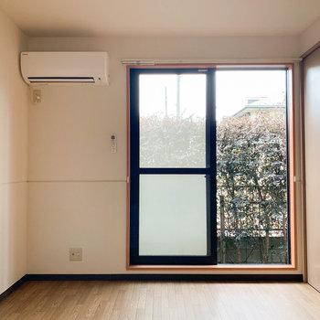 【洋室6帖】DKのお隣に洋室があります。