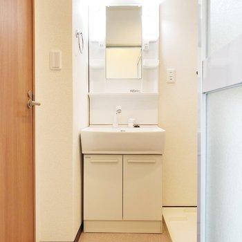 ゆっくり身支度できる独立洗面台