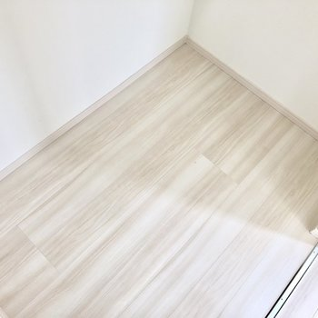 床面にも置けちゃいます※写真は2階の反転間取り別部屋のものです。