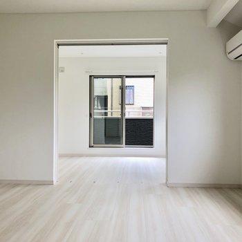 洋室とLDKは引き戸で仕切れます※写真は通電前のものです※写真は2階の反転間取り別部屋のものです。