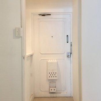 玄関は扉で仕切れますよ〜